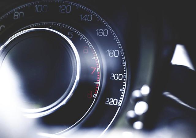 メーターの走行距離設定なら、国産車から輸入車まで対応可能なプロテックスにお任せ~アナログ・デジタルどちらにも対応しております~